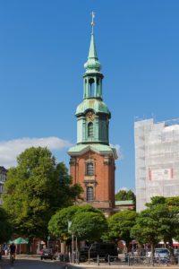 """Dreieinigkeitskirche St. Georg: Foto von """"Liberaler Humanist"""" CC BY-SA 3.0 https://de.wikipedia.org/wiki/Hl.-Dreieinigkeits-Kirche_(Hamburg-St._Georg)#/media/Datei:Dreieinigkeitskirche,_St._Georg,_Hamburg.jpg"""